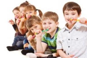 Süt dişlerini fırçalama, süt dişlerini etkili şekilde fırçalama, çocuklarda kötü